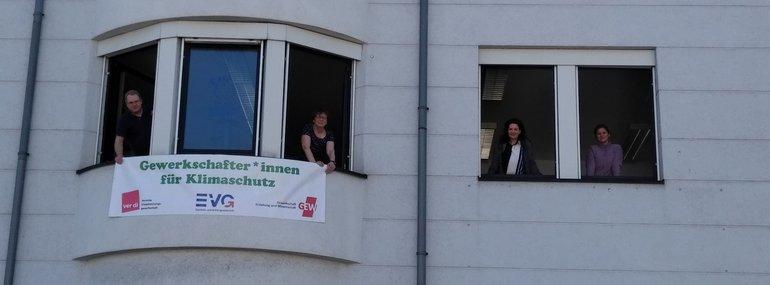 Fensteraktion in der Geschäftsstelle Bonn