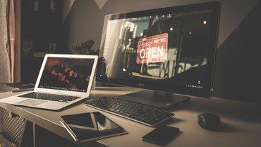 Digitalisierung Monitor Bildschirm PC Schreibtisch Arbeitsplatz